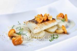 Белая рыба с горячим соусом