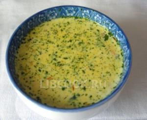 Куриный суп-пюре с фисташками.