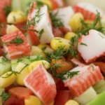 Салат с овощами и крабовыми палочками