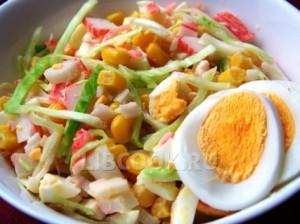 Салат из маринованных опят и крабовых палочек
