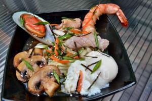 Азиатский суп с морепродуктами и лапшой удон