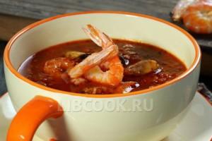 Итальянский суп с морепродуктами и рыбой «Чиопино»