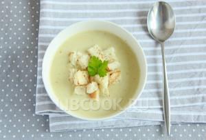Крем-суп из сельдерея с гренками