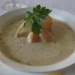Крем-суп с осьминогом, рукколой и сыром фета