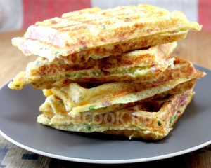 Сырные вафли со сладким перцем  и зеленью