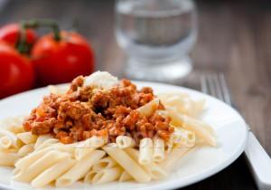 макароны с мясным соусом