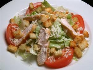 Салат из индейки с помидорами и сыром
