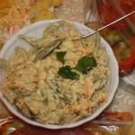 Салат с говядиной, морковью и орехами