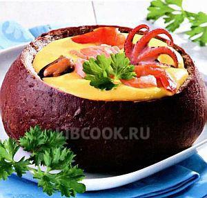 суп в хлебе с морепродуктами