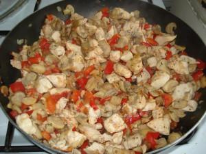 Куриное филе с опятами и сладким перцем