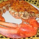 Омар фаршированный мясом креветок с томатным соусом