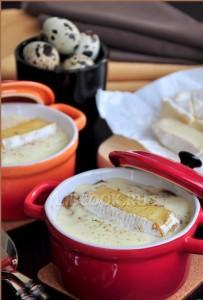 Горячая закуска из грибов с сырным соусом