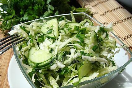 рецепт салата из ранней капусты с огурцом