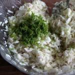 Салат из капусты, запечённой курицы и груши