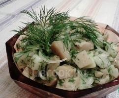 Весенний салат с груздями и картошечкой