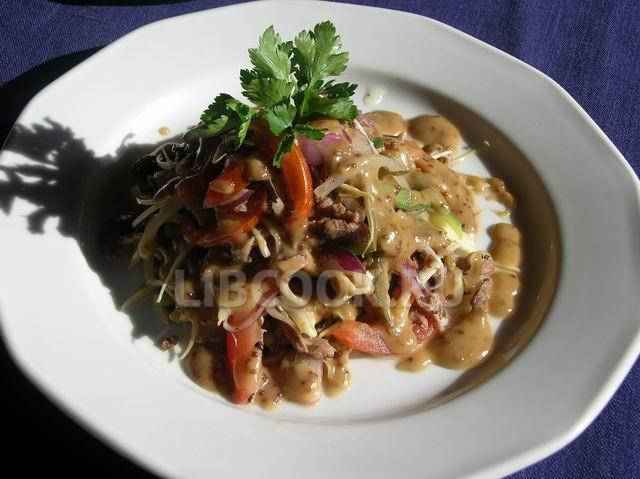 Салат из печени индейки с добавлением шампиньонов