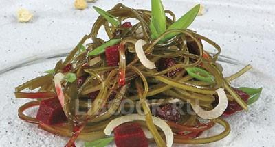 Салат из морской капусты со свеклой