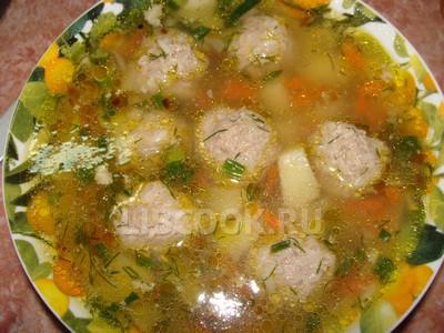 Мясной суп с галушками.