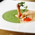 Крем-суп со шпинатом и тигровыми креветками