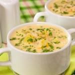 Суп сырный с рыбой и вином