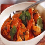 Картофель, тушенный с креветками в остром томатном соусе