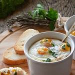 Грибное пюре с яйцами-кокот