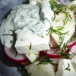 Салат из редиски, яблока и сыра