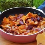 Сковорода с лисичками и беконом «Вот и осень!»
