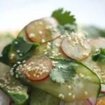 Японский салат с огурцом и редисом